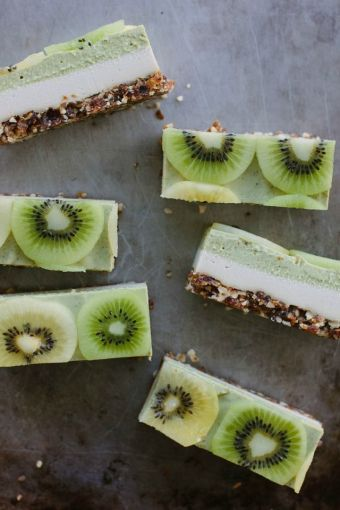 raw kiwifruit + ginger cheesecake on www.mydarlinglemonthyme.com